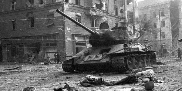 Nov. 4-ei gyásznapon az '56-os forradalom áldozataira emlékezünk