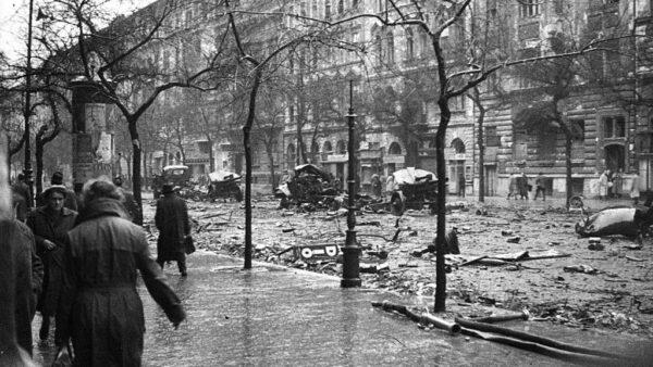 November 4-ei nemzeti gyásznap: az '56-os forradalom áldozataira emlékezünk